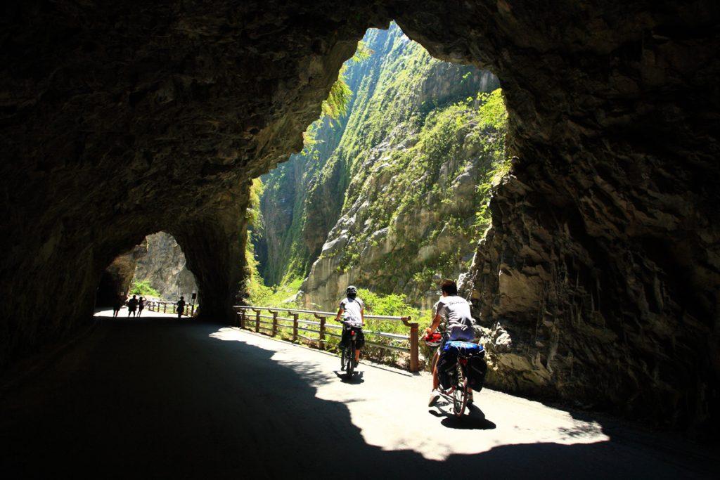 花蓮包車旅遊、太魯閣、清水斷崖、七星潭包車旅遊